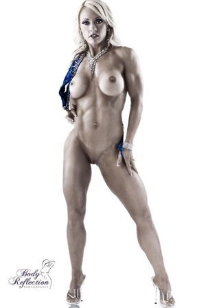Muscle fit naked women - Naked photo