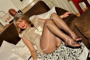 Glossy pantyhose mature - Porn clips