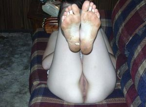 Turns! dirty feet and hairy pussies -..