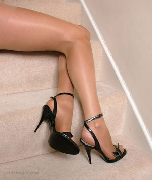High heels leggy girls stilettogirl..
