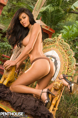 Carmen Reyes steams up the jungle with..