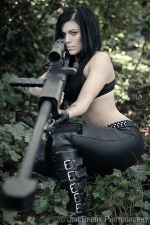 девушки с оружием..