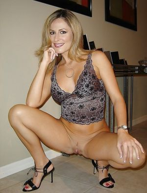 Hot body mature milf gets fucked