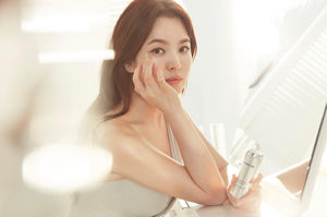 Pictures of Song Hye Kyo Laneige 2017..