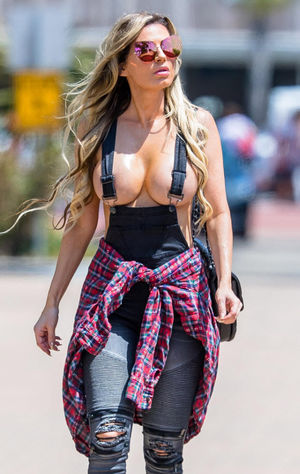 Ana Braga Shows Off Her Impressive..