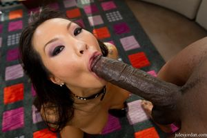 Stunning Asian woman Asa Akira in..