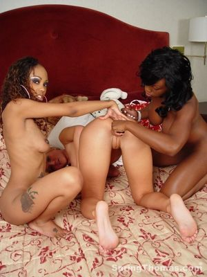Two hot Ebonies and obedient white..