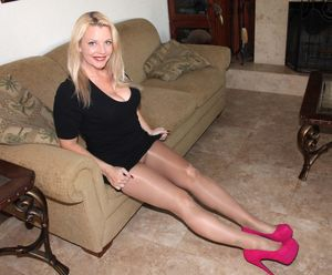Cougar pantyhose high heels-Sexe photo