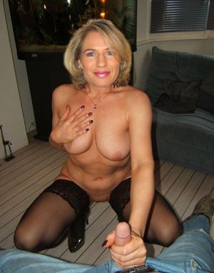 Mature big tits tight top Sex picture..
