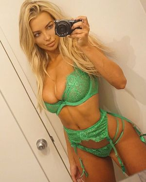 @lindseypelas #girls #cute..