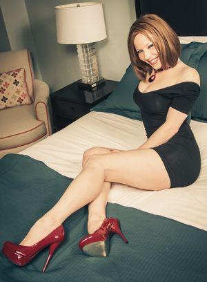 Scarlett Madison в красных..