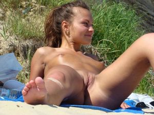 Nude beach photos - spread legs -..