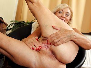 Old mature pussy full lenth tubes - MILF