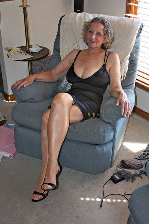 Classy nude mature