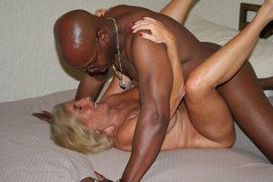 Mature women want black cock - MILF