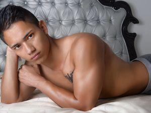 RossTribbiani (21 Y/O man) XXX hot..