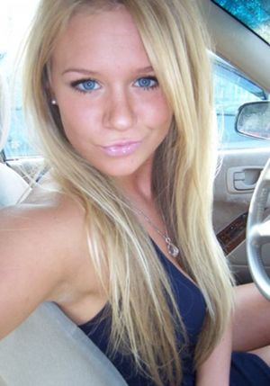 hot college girl in selfie Sexy Selfies
