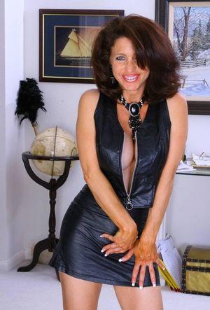 sizzling hot elegant mature beauty I..