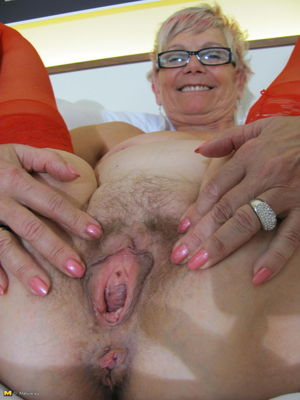 Blonde mature nympho and her wet pussy..