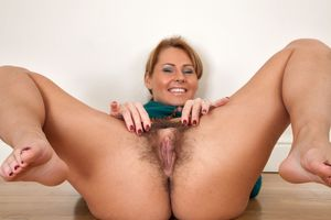 Mature hairy pussy spread