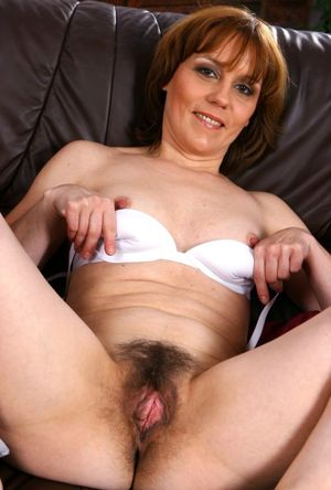 Good looking mature gal with a hairy..