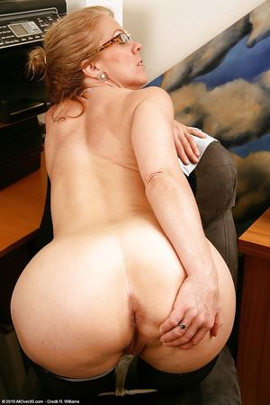 Nude pics of mature womens assholes -..
