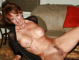 Mature Amateurs Spreading - Pics -..