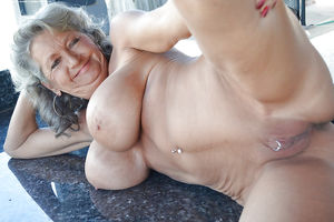 Grannies and Matures - Pics - xHamster