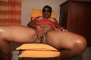 ALL KINDS OF MATURE BLACK WOMEN PT.-..