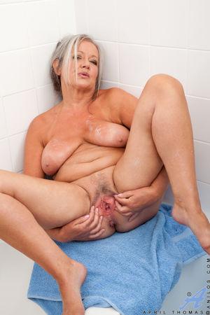 Mature porn pictures of Mature milf..