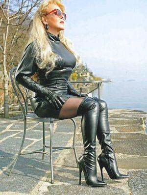 Mature Women - Who Love Tight Black..