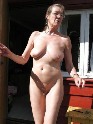 Mature nude pics gallery - MILF