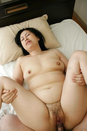 Fatty Asian milf Toyomi Furui gets..