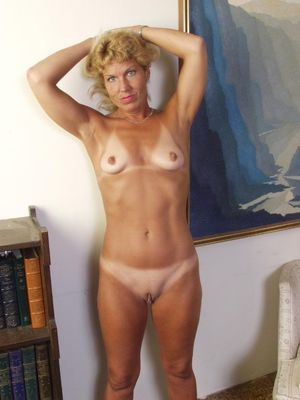 Mature older mom posing naked at home..