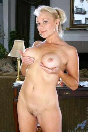 Blonde cougar Veronica flaunts her..