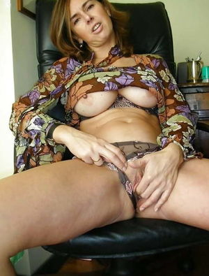 Tempting older strumpets posing nude..