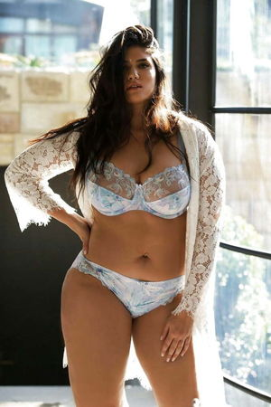 VERY SEXY PLUS-SIZE MODEL AND BBW..