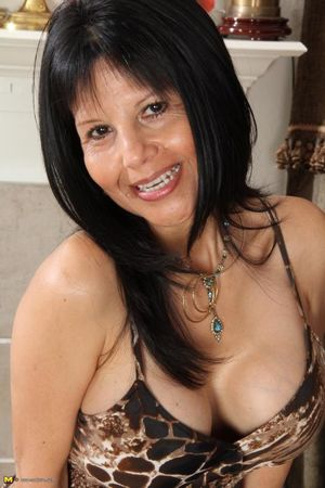 4 Pro Milf/Mature/Granny Chicks Sets -..