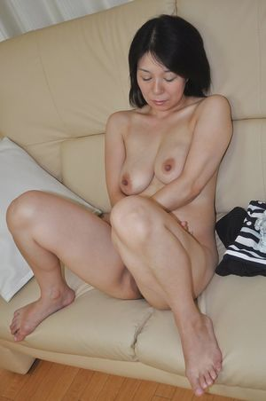 Lewd asian MILF Akiko Oda getting..