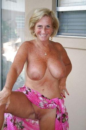 Sexy Busty Mature Milf Deborah - Pics..