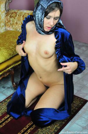 hejab-nude-wet pussy