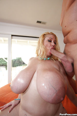Fatty MILF babe with huge boobs..