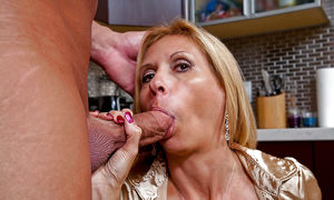 GRANNIES AND MATURES GIVE BLOWJOBS..
