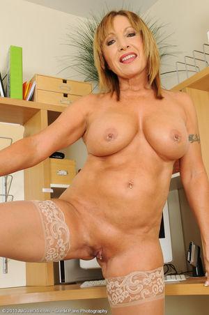Porn pics of Horny granny Luna from..