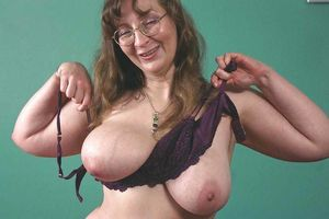 Big Tits Huge Ass Granny 5!