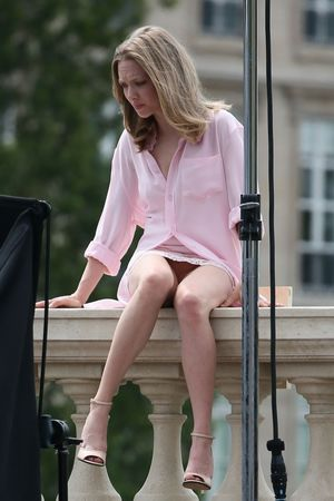 Upskirt Celebs: Amanda Seyfried shows..