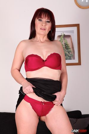 Redhead milf Vera Delight enjoys..
