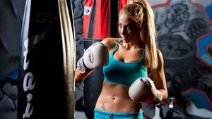 Sexy Female Karate: Boxing Girl