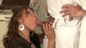 Sex Im Job Stream & Download