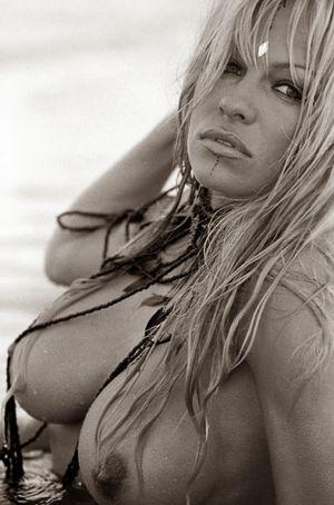 sexy hot celebrities: Naked Pamela..